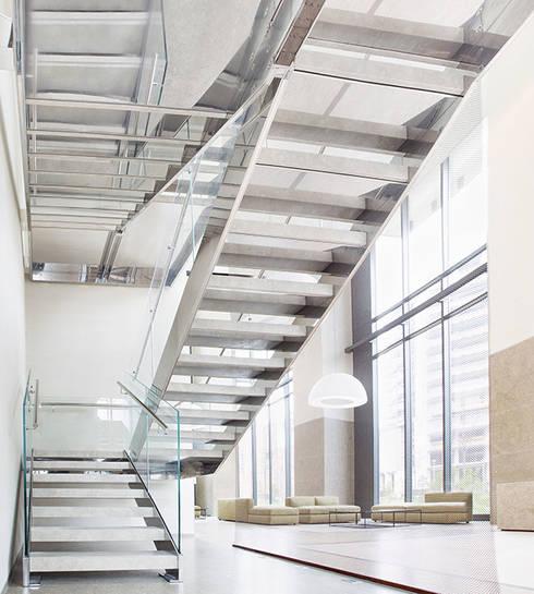 Bosco Verticale_Fontanot scale_Milano: Ingresso, Corridoio & Scale in stile  di Diana Lapin