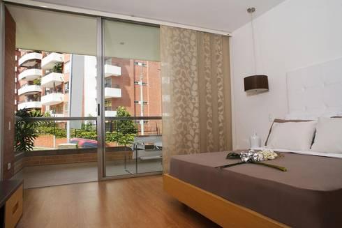 Cortinas: Puertas y ventanas de estilo moderno por CORTINAS ARCOIRIS