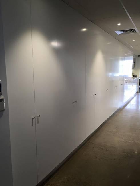 oficinas: Edificios de oficinas de estilo  por Arquitecto Darwis