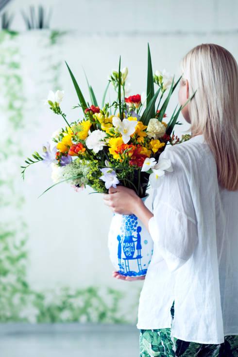 Freesien in einem frischen Bouquet bunter Blumen:  Wohnzimmer von Tollwasblumenmachen.de