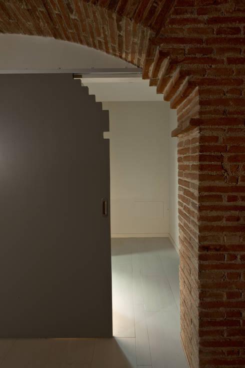 Restauración Loft: Ventanas de estilo  de APRIS GESTIÓ TÈNICA DE SERVEIS, SL