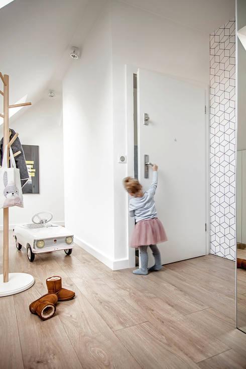Dom na Gajewskich: styl , w kategorii Pokój dziecięcy zaprojektowany przez ŻANETA STRAŻYNSKA architektura wnętrz