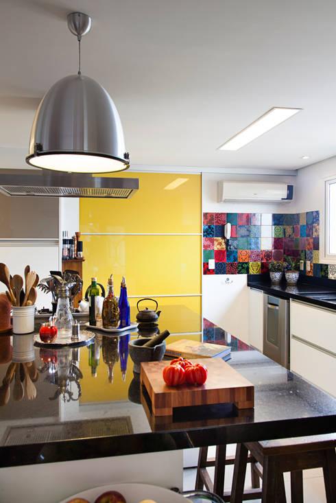 Cuisine de style de style Moderne par ARCA ARQUITETURA