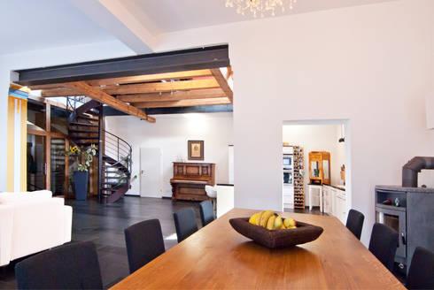 einfamilienhaus statt theatersaal von schweikert schilling. Black Bedroom Furniture Sets. Home Design Ideas