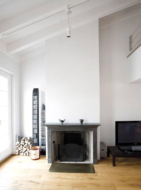 Penthouse in legno: Pareti in stile  di PAZdesign