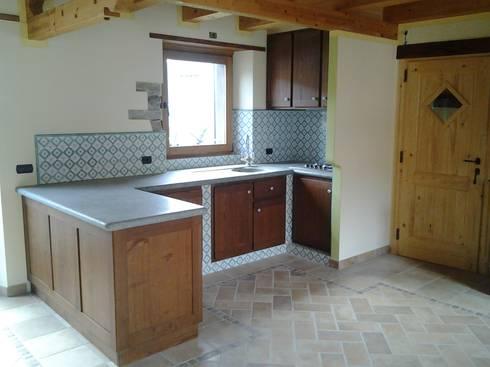 Cucina in castagno in muratura di Artelegno Snc   homify