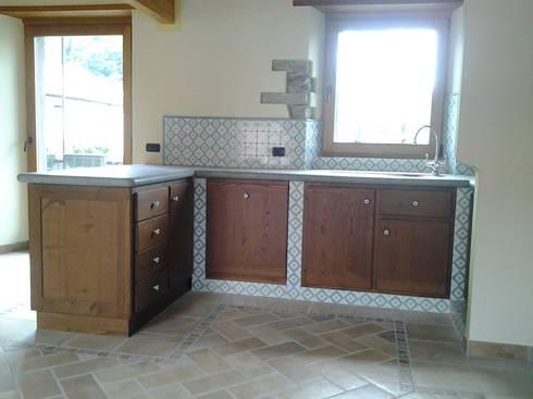 Cucina in castagno in muratura von Artelegno Snc | homify