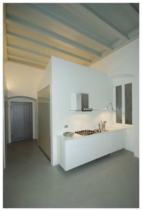 Appartamento privato - Rovereto: Cucina in stile in stile Minimalista di masetto snc
