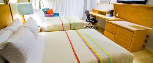 Hotel Galería Plaza Veracruz, México 2015: Recámaras de estilo minimalista por Nua Colección