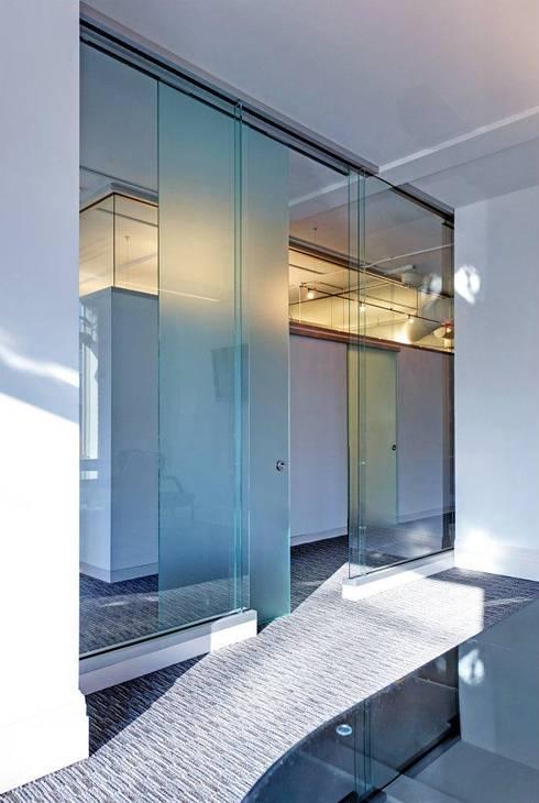 Law Office Renovation: Oficinas y tiendas de estilo  por  Dania Coca Sandoval