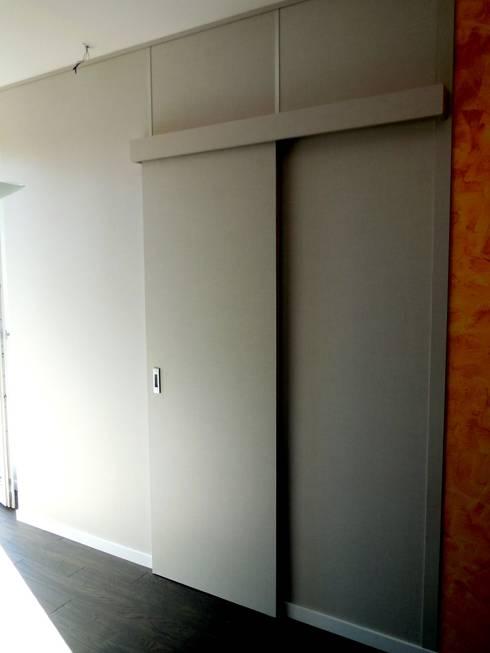 Cabina armadio: Spogliatoio in stile  di Falegnemeria Morosi
