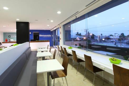 Downtown La Paz: Comedores de estilo moderno por ARCO Arquitectura Contemporánea
