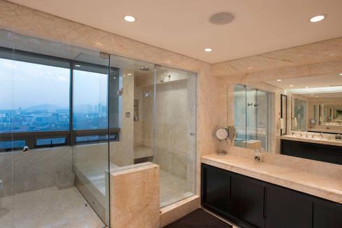 Departamento ASL : Baños de estilo  por ARCO Arquitectura Contemporánea