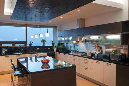 Departamento ASL : Cocinas de estilo moderno por ARCO Arquitectura Contemporánea
