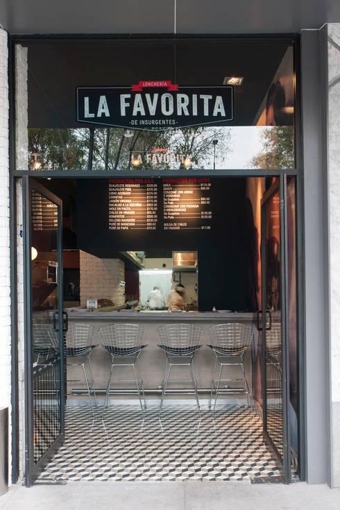 La Favorita : Casas de estilo moderno por ARCO Arquitectura Contemporánea