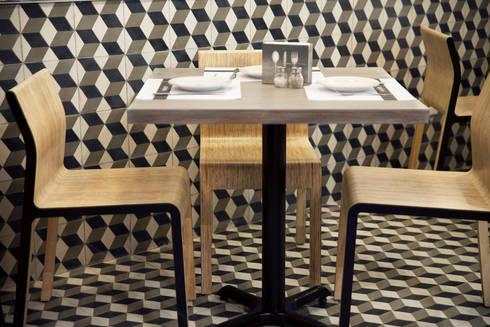 La Favorita : Comedores de estilo moderno por ARCO Arquitectura Contemporánea
