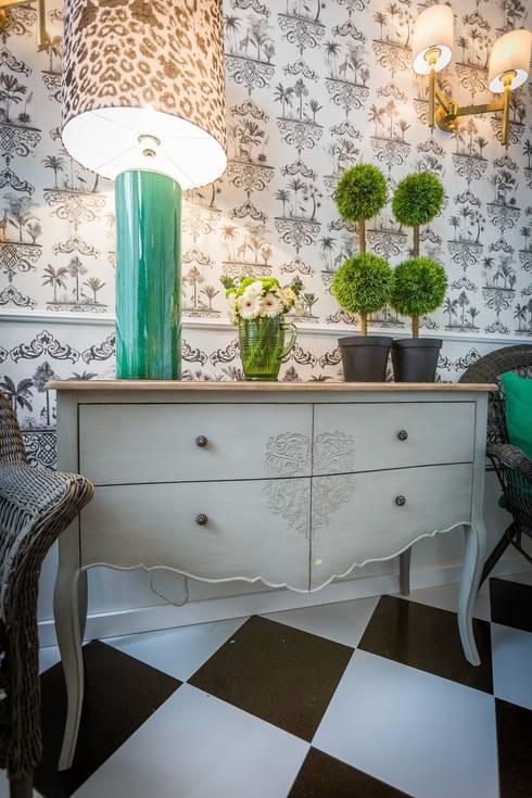 Sala – Living Room – Salon: Sala de estar  por Escolha Viva, Lda
