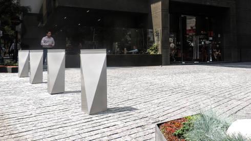 Bolardos Santo Domingo: Jardín de estilo  por Diseño Neko