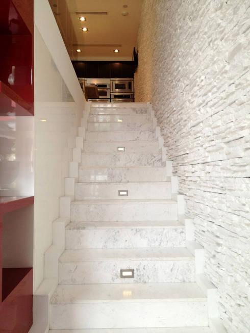 Kitchen Aid Polanco : Pasillos y recibidores de estilo  por ARCO Arquitectura Contemporánea