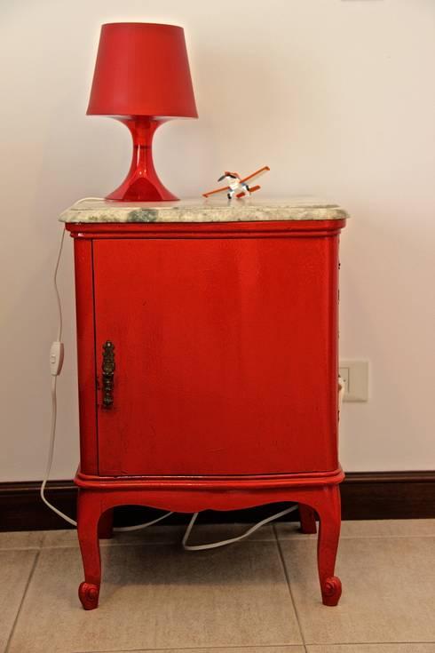 DORMITORIO HIJO 3: Dormitorios infantiles de estilo  por HOME UP