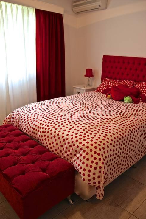DORMITORIO HIJA 1: Dormitorios infantiles de estilo  por HOME UP