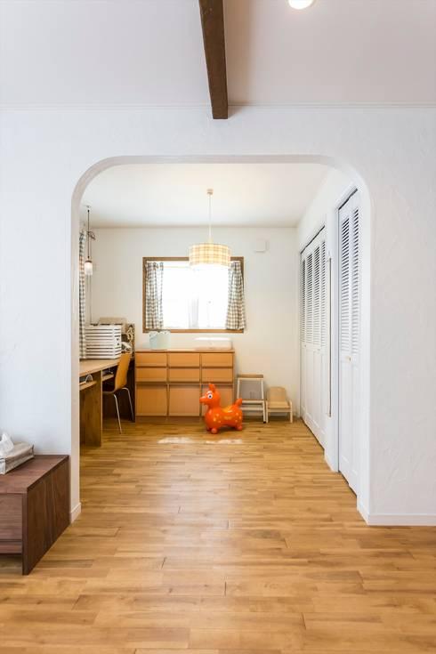 キッズスペース - LDKにキッズスペースのあるプロヴァンススタイルの家: ジャストの家が手掛けた和室です。