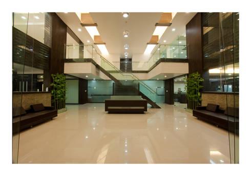 Reception area: modern Study/office by RUST the design studio