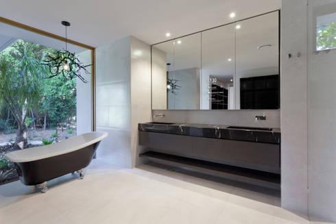 Possibilidades infindáveis de personalização.: Casas de banho modernas por Glassinnovation - Glass'IN