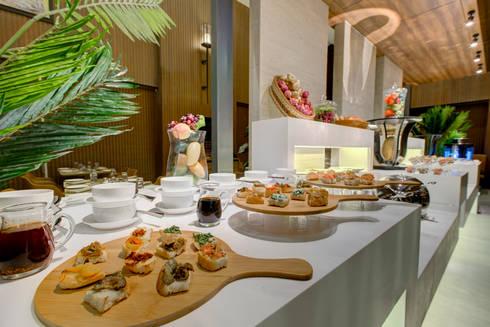 Little Italy Pune: asian Dining room by Aijaz Hakim Architect [AHA]