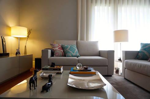 Moradia Porto: Salas de estar modernas por Kohde