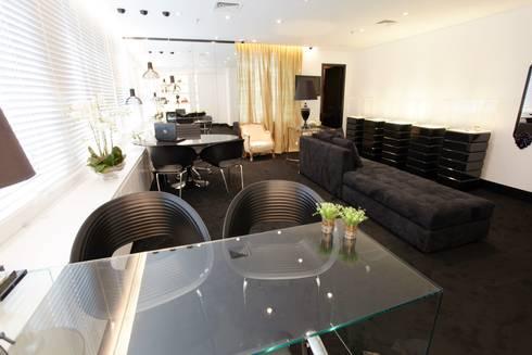 Sala de Atendimento: Espaços comerciais  por Piloni Arquitetura