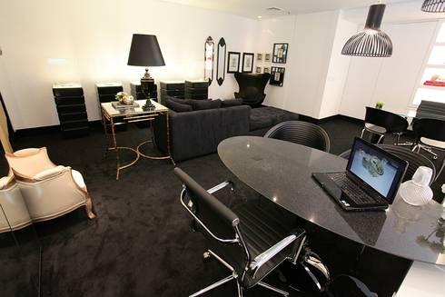 Sala de Atendimento + Lounge: Espaços comerciais  por Piloni Arquitetura