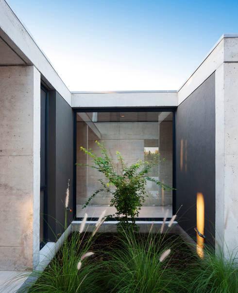 Vivienda Unifamiliar: Terrazas de estilo  por ACArqs