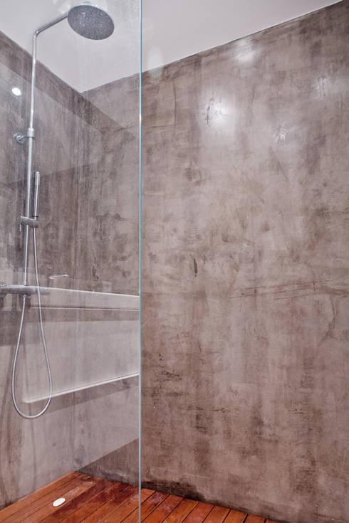 Apartamento no Restelo: Casas de banho  por phdd arquitectos