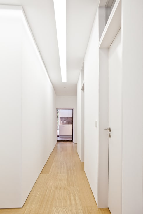Apartamento no Restelo: Corredores e halls de entrada  por phdd arquitectos
