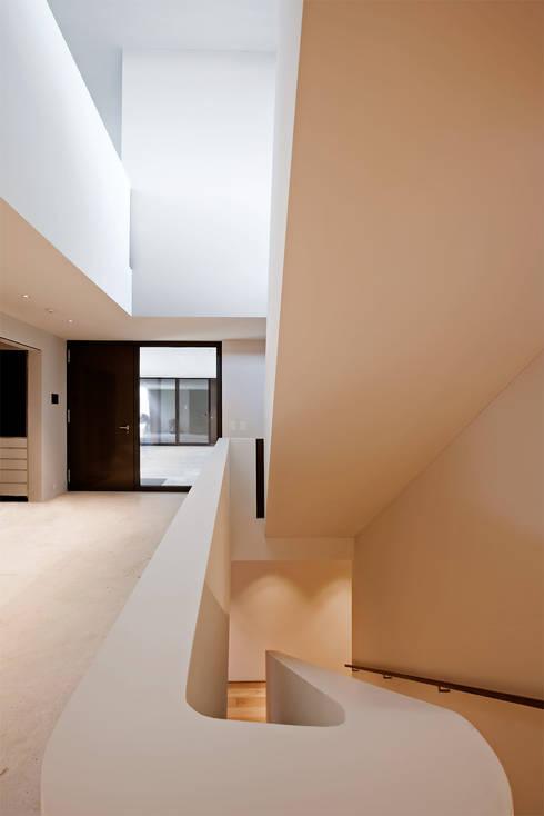 Projekty,  Korytarz, przedpokój zaprojektowane przez meier architekten