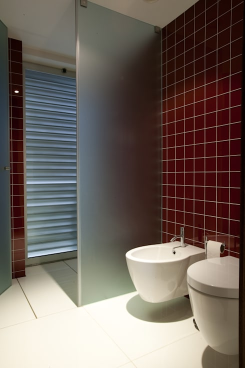 Ванные комнаты в . Автор – aaph, arquitectos lda.
