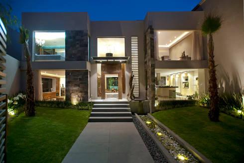 Casa LC: Casas de estilo moderno por ARCO Arquitectura Contemporánea