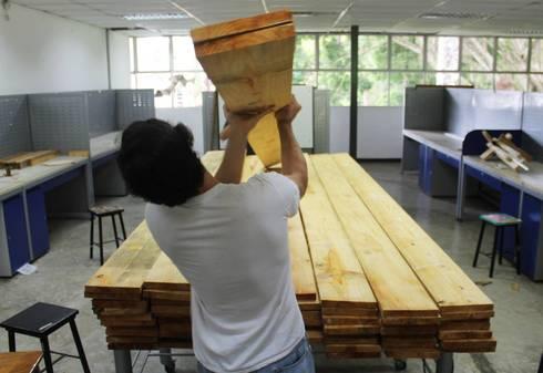Ejercicios de reutilización de materiales:  de estilo  por Taller Independiente