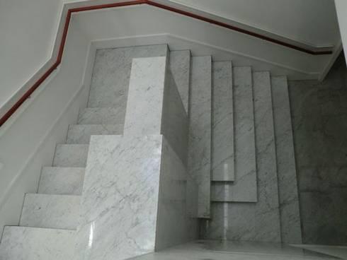 Trabajos: Pasillos y vestíbulos de estilo  por ramirez+ramirez arquitectos