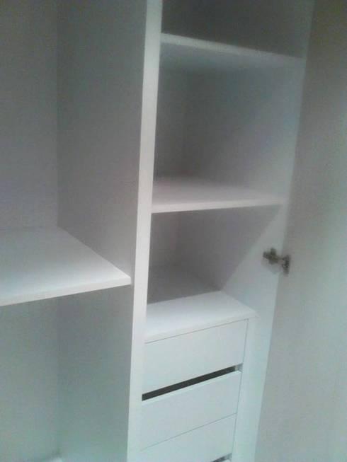 Mobiliario a su medida: Dormitorios de estilo  por Emrotaca