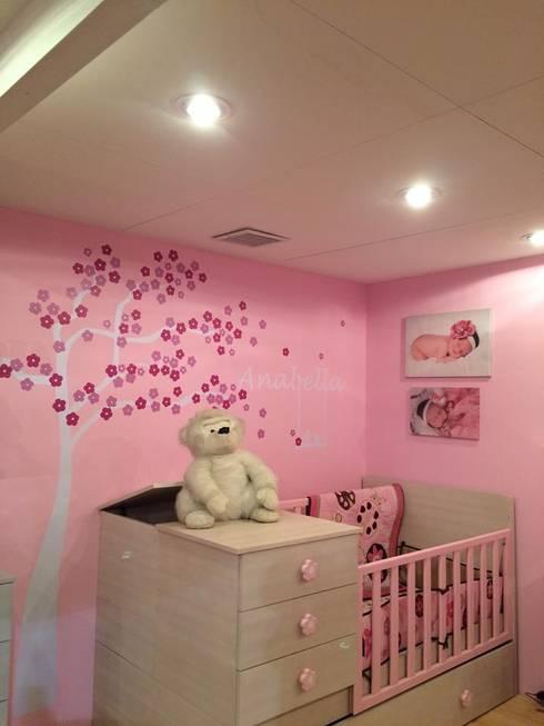 Dormitorios para niños: Cuartos infantiles de estilo  por crescere