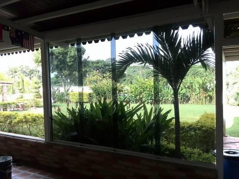 Ventanas: Puertas y ventanas de estilo moderno por cristaleria el recreo c.a