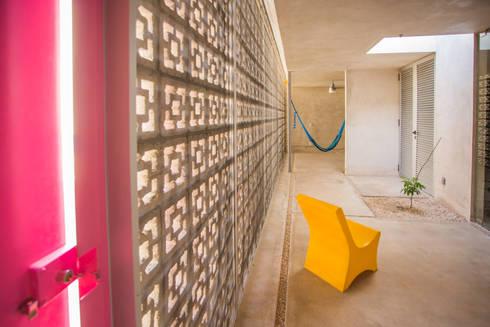 CASA GABRIELA: Terrazas de estilo  por TACO Taller de Arquitectura Contextual