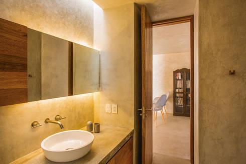 CASA GABRIELA: Baños de estilo  por TACO Taller de Arquitectura Contextual