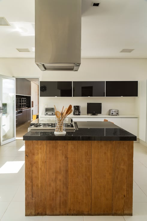 Palos Verde - Alta resolução: Cozinhas  por Ximenes Leite Arquitetura Ltda.