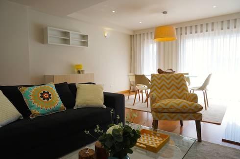 Apartamento V.N. de Gaia: Salas de estar modernas por Kohde