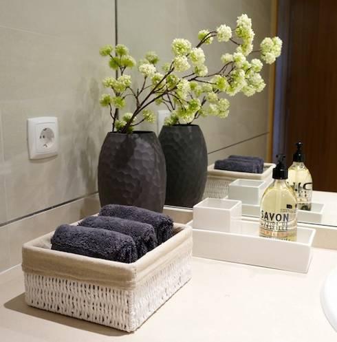 Apartamento V.N. de Gaia: Casas de banho  por Kohde