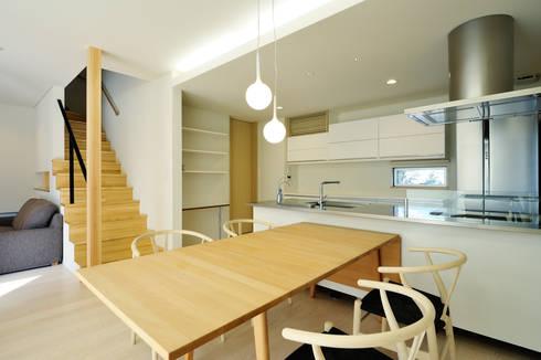 アウトリビングのある家: 青木建築設計事務所が手掛けたダイニングです。