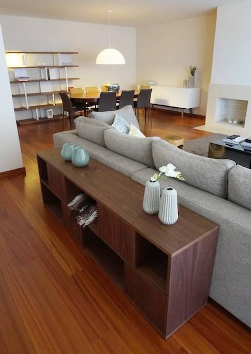 Apartamento Matosinhos Sul: Salas de estar modernas por Kohde